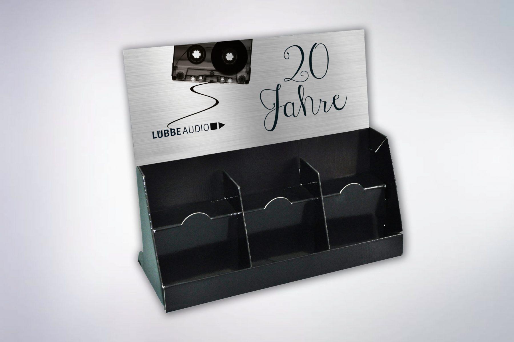 BasteiLuebbe_Thekendisplay_Audio_20-Jahre-Motiv-scaled